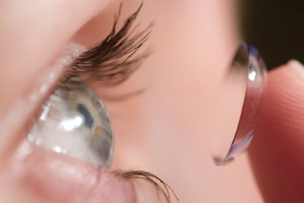 Contact fitting by Advanced-Family-Eyecare